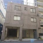 【ごとうビル】1階15.00坪 中区伊勢山2丁目、前面駐車場1台付1階事務所