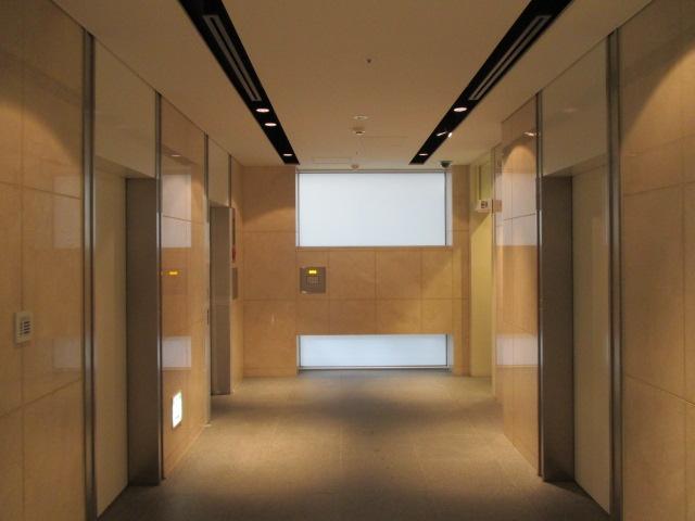 エレベーターホール(玄関)