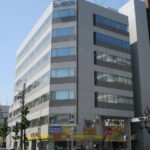 【シノダビル】4階90.46坪 東区葵1丁目、錦通沿い角地1階オフィス用品店入居ビル